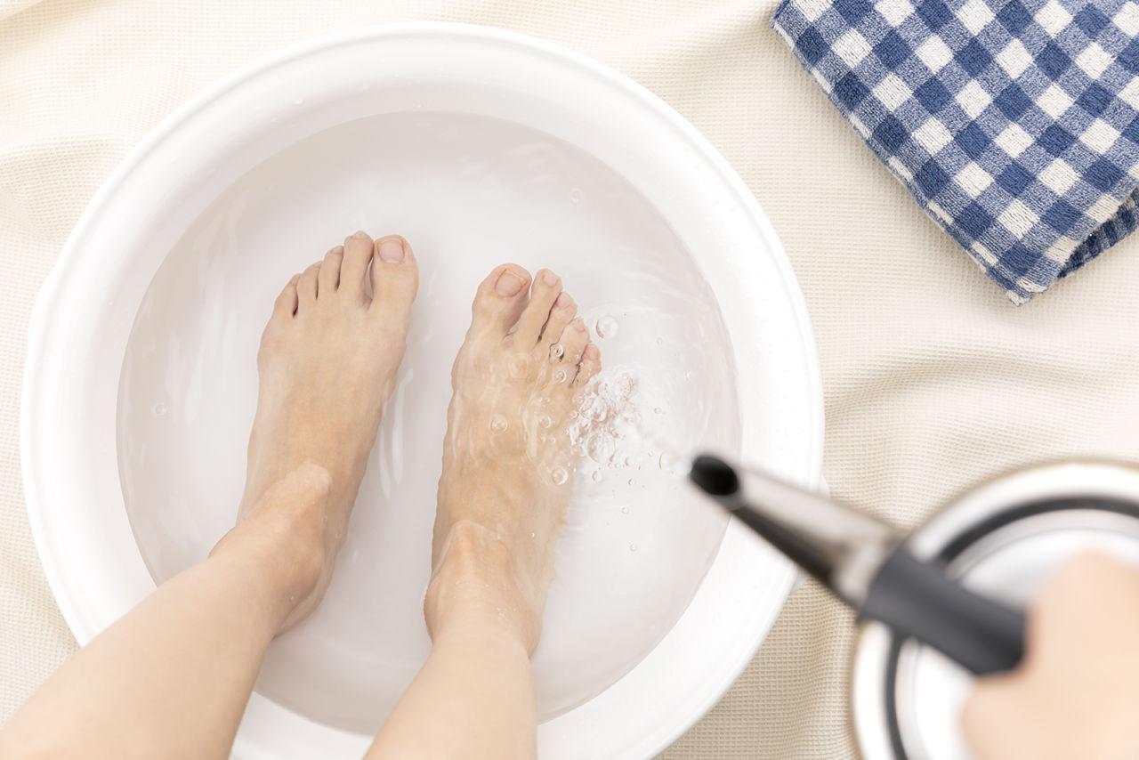 冷え性やむくみに!足湯の効果を最大限に引き出す方法