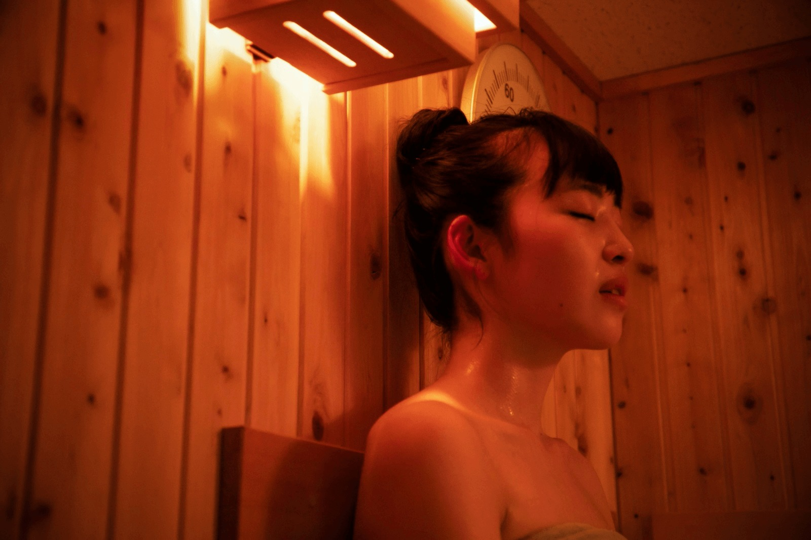 サウナ室の中の清水さん