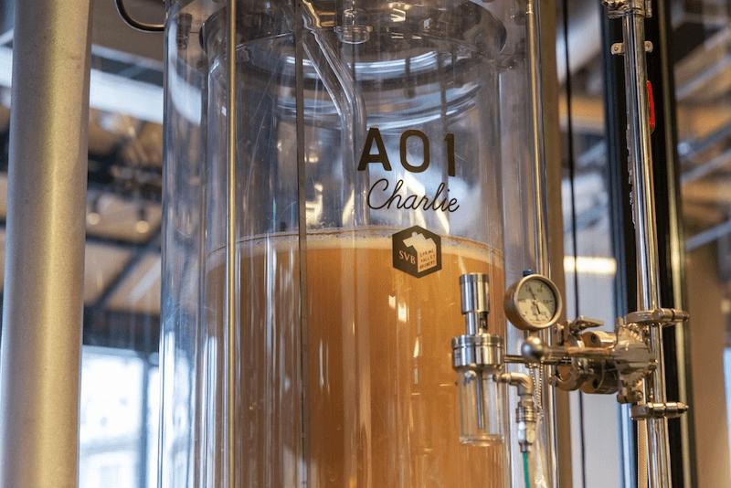 透明のビールタンクの画像