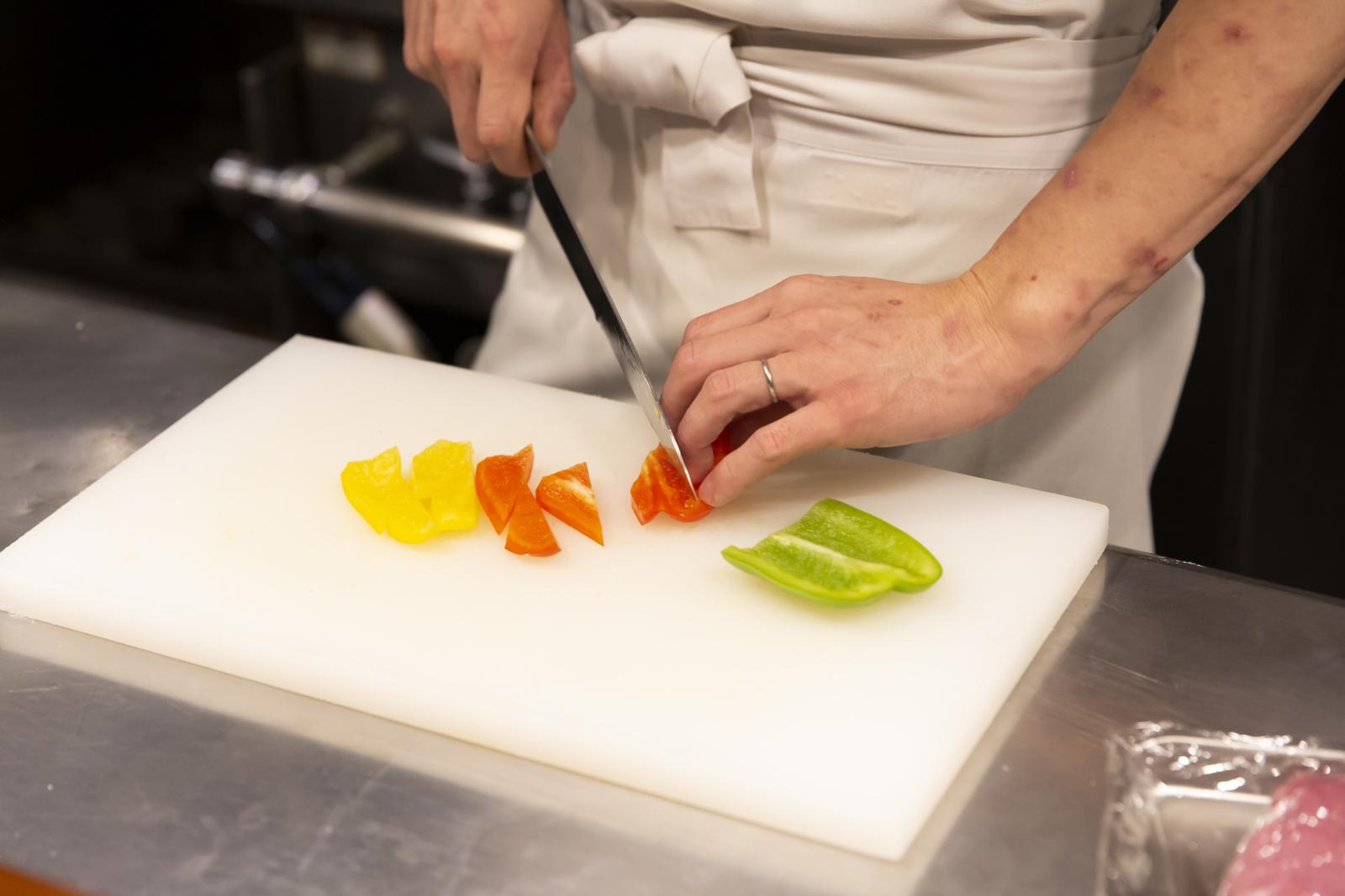 野菜を切る様子